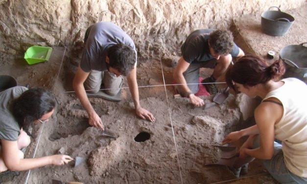 Arqueólogos de la UA encuentran restos de hace 20.000 años en La Romana